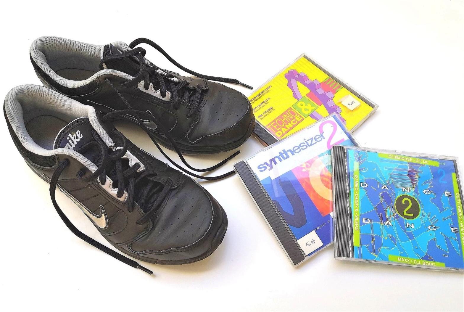 jumppatossut ja cd-levyjä